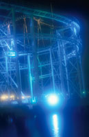 八景島シーパラダイスのジェットコースターライトアップ 02350000981| 写真素材・ストックフォト・画像・イラスト素材|アマナイメージズ
