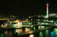 氷川丸からマリンリージュとマリンタワーを望む夜景