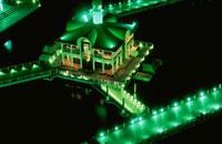 みなとみらい近辺からぷかり桟橋を望む夜景