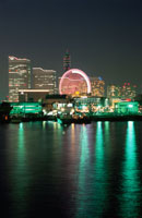 横浜コスモワールドの観覧車の夜景