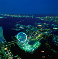横浜コスモワールド観覧車と横浜ベイブリッジ