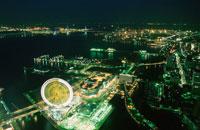 横浜コスモワールド観覧車と横浜ベイブリッジ 02350001034| 写真素材・ストックフォト・画像・イラスト素材|アマナイメージズ