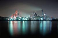 川崎区千鳥町近辺の水辺と工場地帯