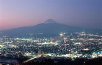 沼津市街と富士山を望む夜景