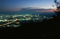 焼津市街と東名高速を望む夜景