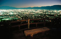高台から見た甲府市街地の夜景