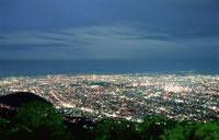 札幌市街と石狩湾を望む夜景
