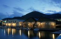 函館の港と函館山の夜景