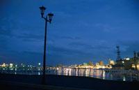 函館の海と金森倉庫の夜景