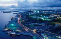 土崎港と湾岸道路の夜景