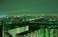 浦安のマンション群と新宿の夜景 02350001469| 写真素材・ストックフォト・画像・イラスト素材|アマナイメージズ