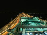 海ほたるのライトアップ 02350001479| 写真素材・ストックフォト・画像・イラスト素材|アマナイメージズ