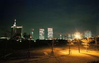 幕張海浜公園とビル群の夜景 02350001534| 写真素材・ストックフォト・画像・イラスト素材|アマナイメージズ