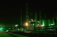 市原市姉崎海岸周辺の工場の夜景 02350001550| 写真素材・ストックフォト・画像・イラスト素材|アマナイメージズ