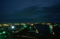 千葉の港湾の夜景 02350001563| 写真素材・ストックフォト・画像・イラスト素材|アマナイメージズ