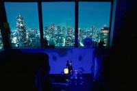 夜景が見える部屋 02350001570| 写真素材・ストックフォト・画像・イラスト素材|アマナイメージズ