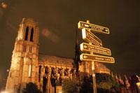ノートルダム大聖堂と標識