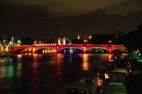 セーヌ川とライトアップされたコンコルド橋