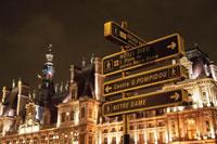 パリ市庁舎と看板