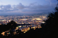 モンテアルバンから眺めるニースの街 02350001698| 写真素材・ストックフォト・画像・イラスト素材|アマナイメージズ