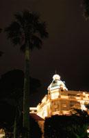 ライトアップされたホテル