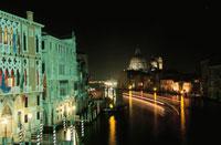 サンタマリアデッラサルーテ教会の夜景