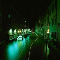 夜の運河 02350001784| 写真素材・ストックフォト・画像・イラスト素材|アマナイメージズ