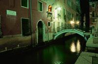 夜の運河 02350001788| 写真素材・ストックフォト・画像・イラスト素材|アマナイメージズ