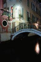夜の運河 02350001794| 写真素材・ストックフォト・画像・イラスト素材|アマナイメージズ