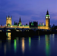 テムズ川とウェストミンスター宮殿の夜景