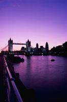 テムズ川とタワーブリッジ