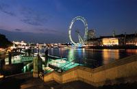 テムズ川対岸から見るロンドンアイと夜景