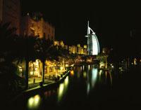 バージュアルアラブと夜景