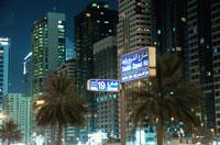 シェイクザイードロードの高層ビルと標識