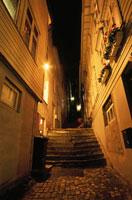 夜の小路 02350002027| 写真素材・ストックフォト・画像・イラスト素材|アマナイメージズ