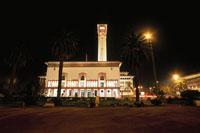 市庁舎と街