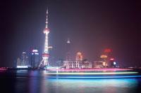 黄浦公園から見た東方明珠塔の夜景