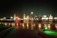 濱江大道から見た外灘の夜景
