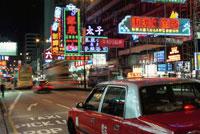 九龍のネイザン・ロードに停まるタクシー