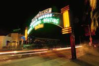 サンタモニカピアのゲートのネオン 02350002413| 写真素材・ストックフォト・画像・イラスト素材|アマナイメージズ