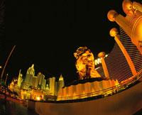 ラスベガスブルーバード(ストリップ)の夜景 MGMグランド付近 02350002424| 写真素材・ストックフォト・画像・イラスト素材|アマナイメージズ