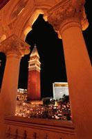 ラスベガスブルーバード(ストリップ)の夜景 ベネチアン 02350002432| 写真素材・ストックフォト・画像・イラスト素材|アマナイメージズ