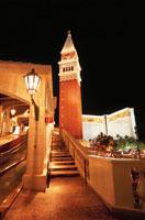 ラスベガスブルーバード(ストリップ)の夜景 ベネチアン 02350002433| 写真素材・ストックフォト・画像・イラスト素材|アマナイメージズ