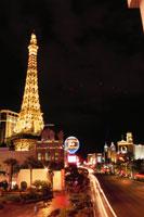 ラスベガスブルーバード(ストリップ)の夜景 02350002437| 写真素材・ストックフォト・画像・イラスト素材|アマナイメージズ