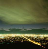 サンライズマウンテンから見たラスベガスの夜景 02350002448| 写真素材・ストックフォト・画像・イラスト素材|アマナイメージズ