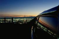 大岩山から望む足利市街と車 02350002497| 写真素材・ストックフォト・画像・イラスト素材|アマナイメージズ