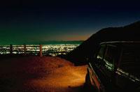 大岩山から望む足利市街と車 02350002498| 写真素材・ストックフォト・画像・イラスト素材|アマナイメージズ