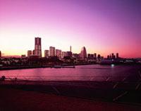横浜港大さん橋から望むみなとみらい方面の夜景