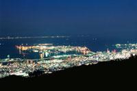 麻耶山掬星台から望む大阪湾とポートアイランドの夜景