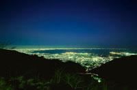 鉢巻展望台から望む大阪湾と六甲アイランドの夜景